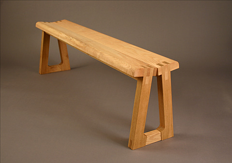 Bench with exposed joint